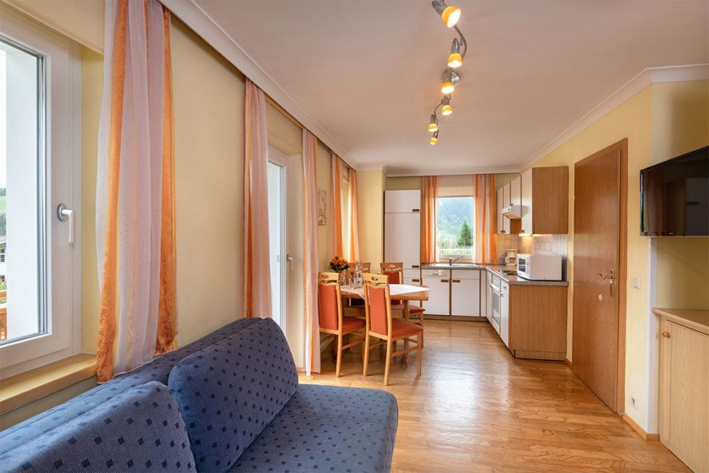 behagliche ferienwohnung in radstadt dachstein f r 2 4 personen. Black Bedroom Furniture Sets. Home Design Ideas